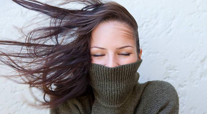 saçlar ve rüzgar
